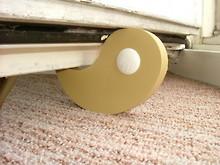 Türstopper bis zu 9 cm Höhe - Flux beige an einer Terrassentür