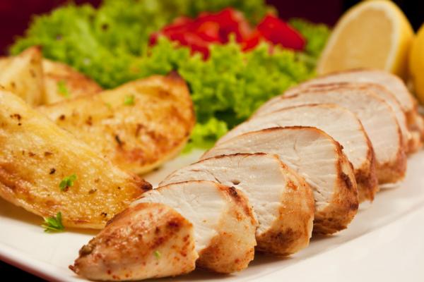 Hühnerbrustfilet mit leckerem Brokkoli verfeinern