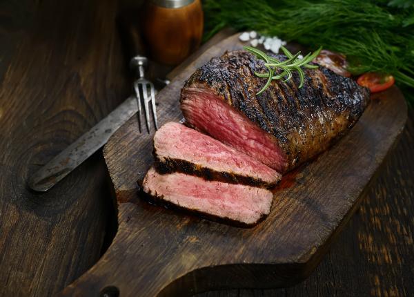Gegrilltes Steak mit Rosmarin