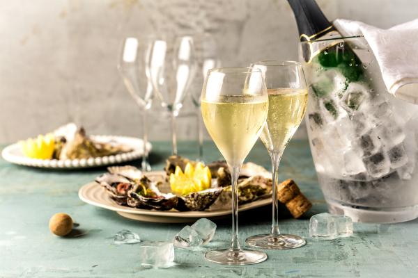 Eine klassische und passende Kombination: Austern und Champagner