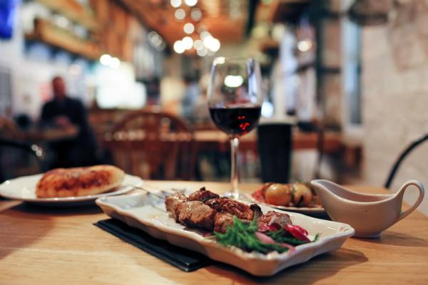 Mit regionalen Weinen liegt man bei Speisen aus derselben Region genau richtig