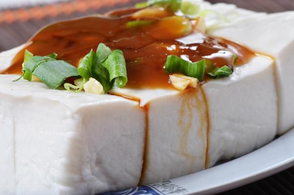 Butterzarter Seidentofu mit einer leckeren Soße