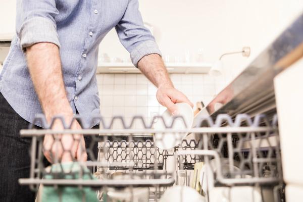 Küchenutensilien, die zur Fleischverarbeitung verwendet werden, sollten anschließend ausgiebig gereinigt werden