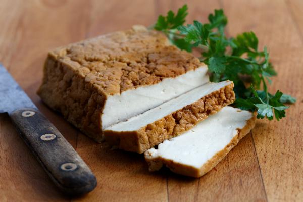 Geräucherter Tofu mit leckerem Aroma