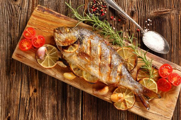 Gegrillter Fisch: leckeres, knuspriges und fettarmes Mahl vom Grill