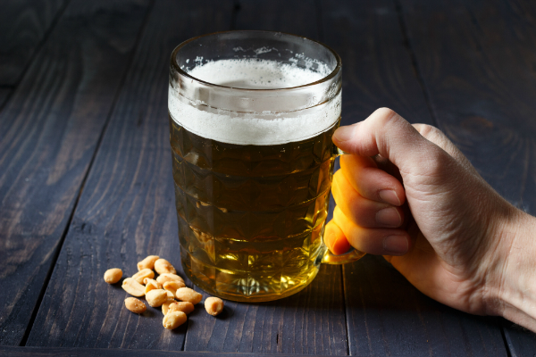 Salzige Erdnuesse passen besonders gut zu Bier