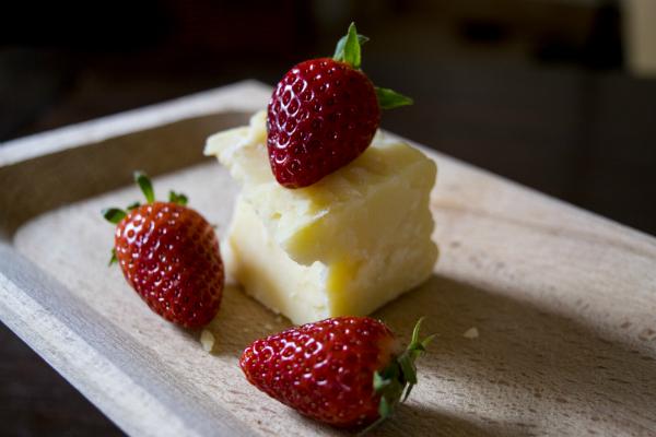 Zusammensetzung von Erdbeeren und Parmesan