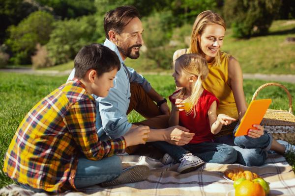 Passendes Geschirr ist für ein Picknick von wichtiger Bedeutung