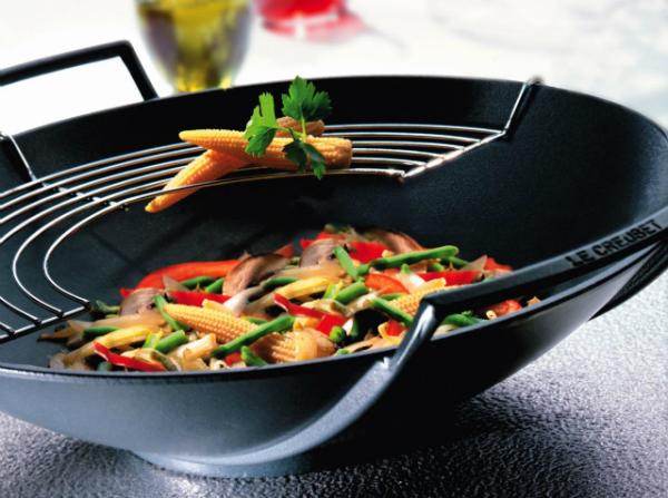 gusseisen-wok-schwarz