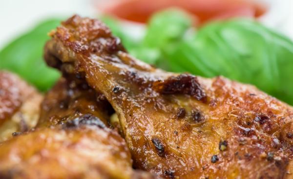 Lecker gebratene Chicken Wings als Beispiel für die Maillard Reaktion