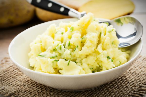 Kartoffelbrei ist zu jeder Jahreszeit eine beliebte und leckere Beilage