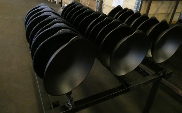Frisch hergestellte Gusseisen Pfannen von Skeppshult nach dem einbrennen